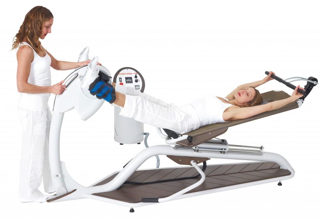 Evolis est un appareil de musculation et d'étirement basé sur le principe des mouvements excentriques. Les pieds fixés dans des guêtres rigides, elles-mêmes accrochées à un pédalier, on résiste au mouvement de rotation. Cette méthode permet non seulement de prendre de la force en étirant les muscles, mais aussi de créer un pompage sur le squelette, qui permet de libérer et de lubrifier les articulations et les vertèbres.